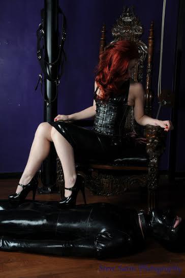 Image of Professional Dominatrix Manchester Mistress Lola Ruin in latex